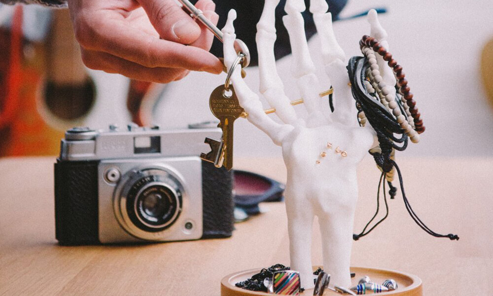 Skeleton Hand Jewelery Tidy: An Unique Helping Hand For Your Jewelery